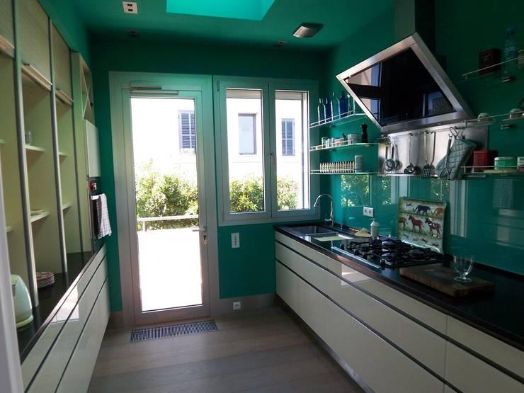 Cucina in stile in stile Mediterraneo di ESTUDI 353 ARQUITECTES SLPU