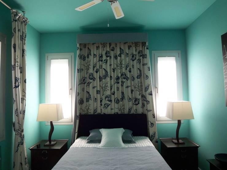 Camera da letto in stile in stile Mediterraneo di ESTUDI 353 ARQUITECTES SLPU