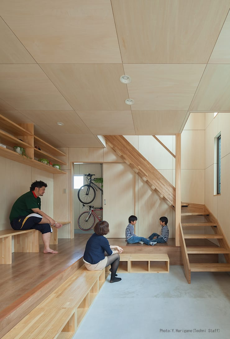 by 松岡健治一級建築士事務所 Minimalist Plywood