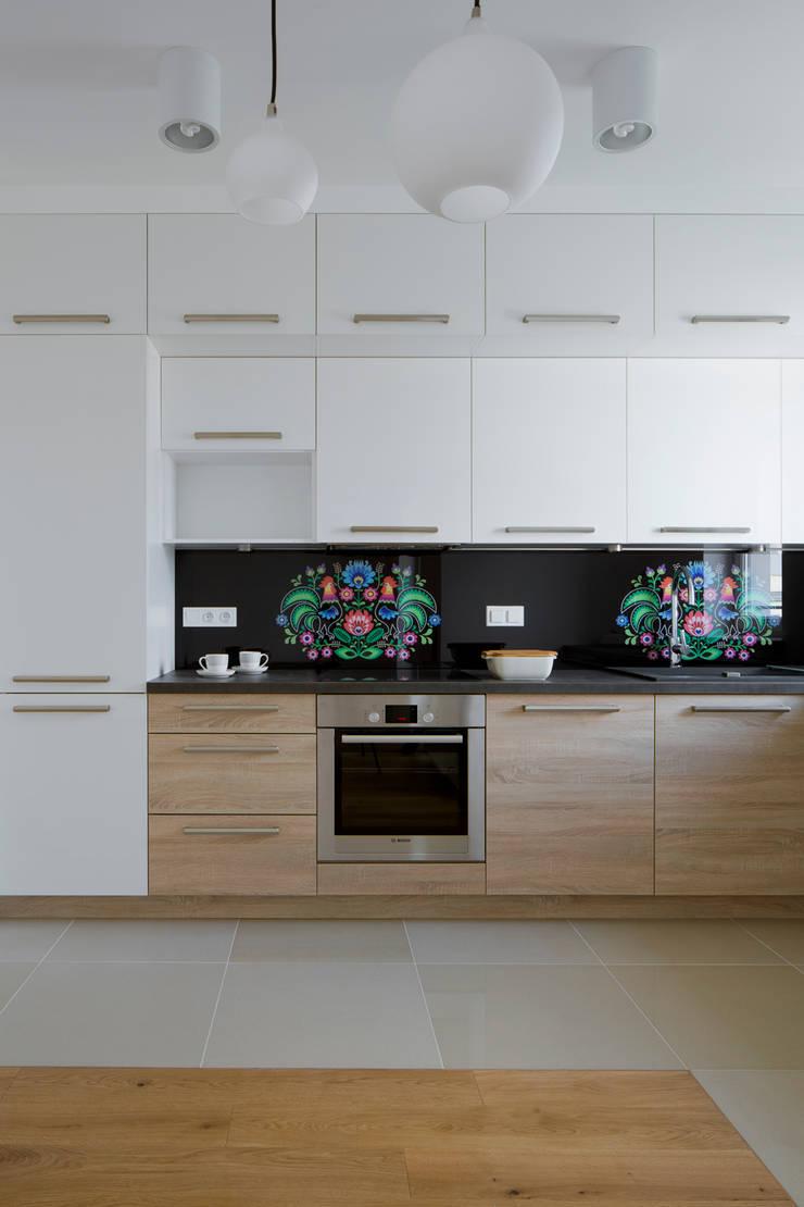 Łowicki styl: styl , w kategorii Kuchnia zaprojektowany przez Urządzamy pod klucz,Nowoczesny