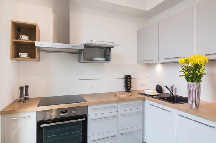 Słoneczna kuchnia : styl , w kategorii Kuchnia zaprojektowany przez Urządzamy pod klucz