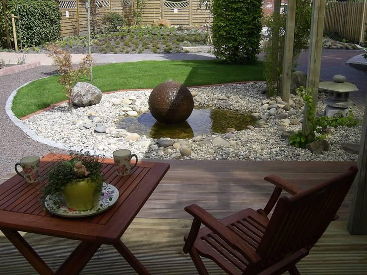 Jardines de estilo clásico por Fischer Garten-und Landschaftsbau GmbH