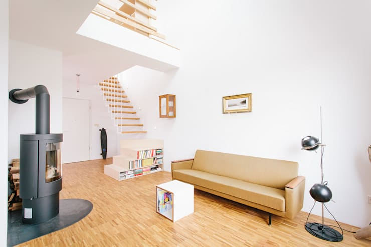 Aufstockung MFH, Köln:  Wohnzimmer von Jan Tenbücken Architekt