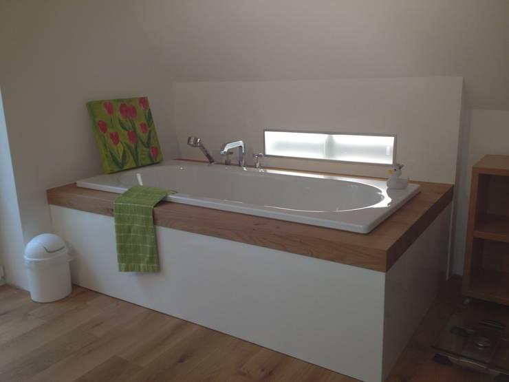 Baños de estilo  por kg5 architekten