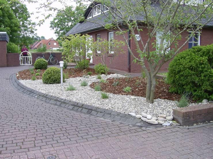 Projekty,  Ogród zaprojektowane przez Fischer Garten-und Landschaftsbau GmbH