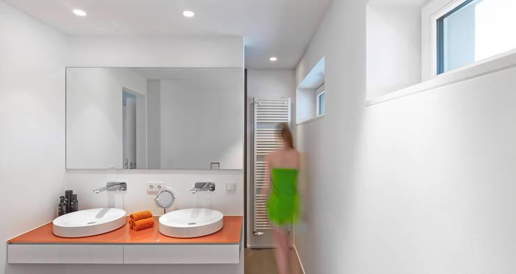Salle de bains de style  par architektur______linie