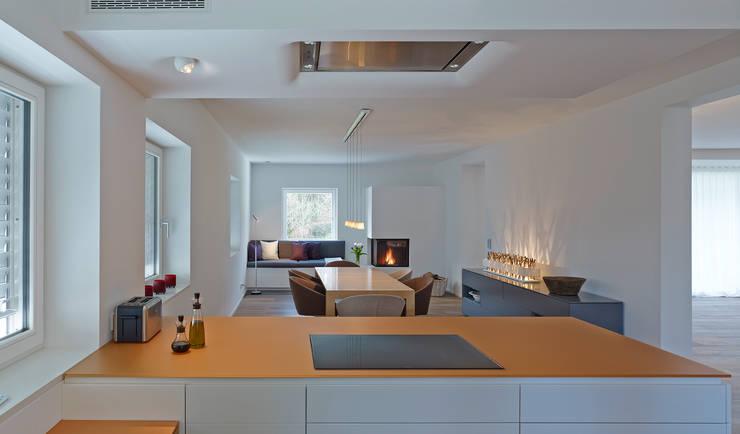 Salle à manger de style de style Moderne par architektur______linie