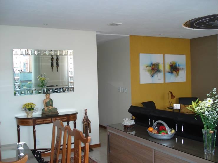 Residência Águas Claras/DF: Salas de jantar ecléticas por Donakaza
