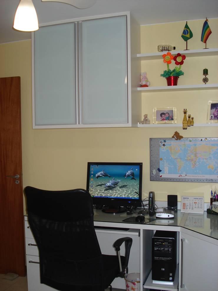 Residência Águas Claras/DF: Escritórios  por Donakaza