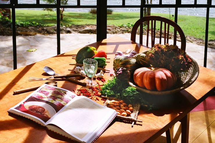 Espaço Gourmet: Cozinha  por Célia Orlandi por Ato em Arte
