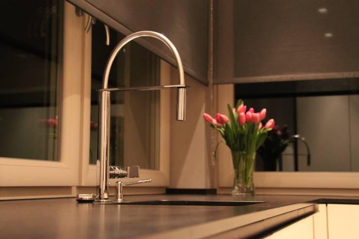 Kuchnia Modern: styl , w kategorii  zaprojektowany przez Comfort & Style Interiors,Nowoczesny