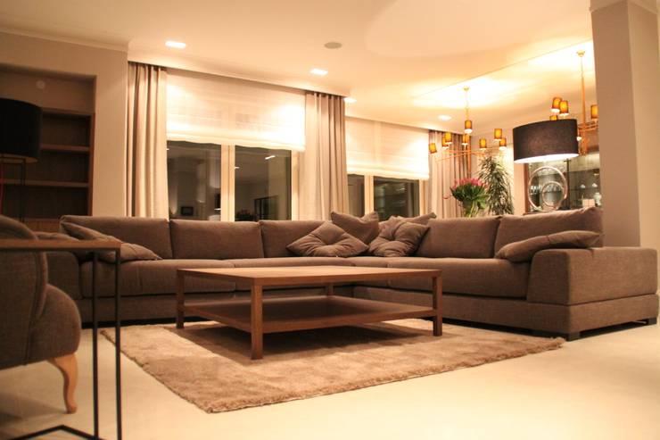 Sofa nowoczesna: styl , w kategorii  zaprojektowany przez Comfort & Style Interiors,Nowoczesny