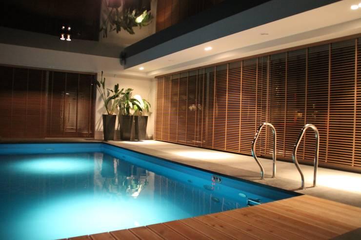 ŻALUZJE DREWNIANE: styl , w kategorii  zaprojektowany przez Comfort & Style Interiors,Nowoczesny Drewno O efekcie drewna