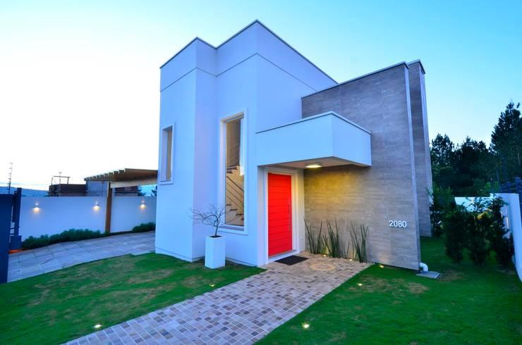 ELITE HOUSE: Casas modernas por ARQ Ana Lore Burliga Miranda