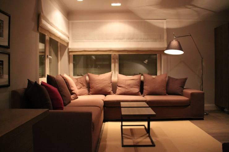 Pokój nastolatka: styl , w kategorii  zaprojektowany przez Comfort & Style Interiors,Nowoczesny