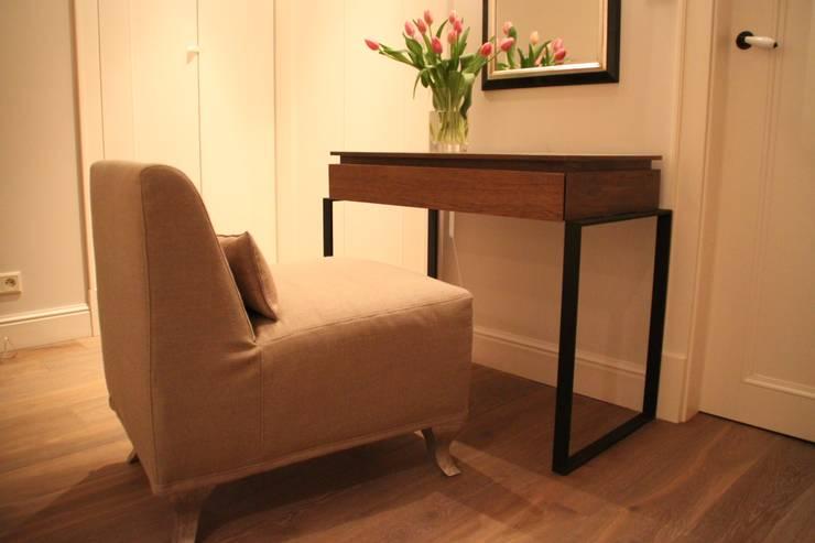 Konsolka: styl , w kategorii  zaprojektowany przez Comfort & Style Interiors,Nowoczesny