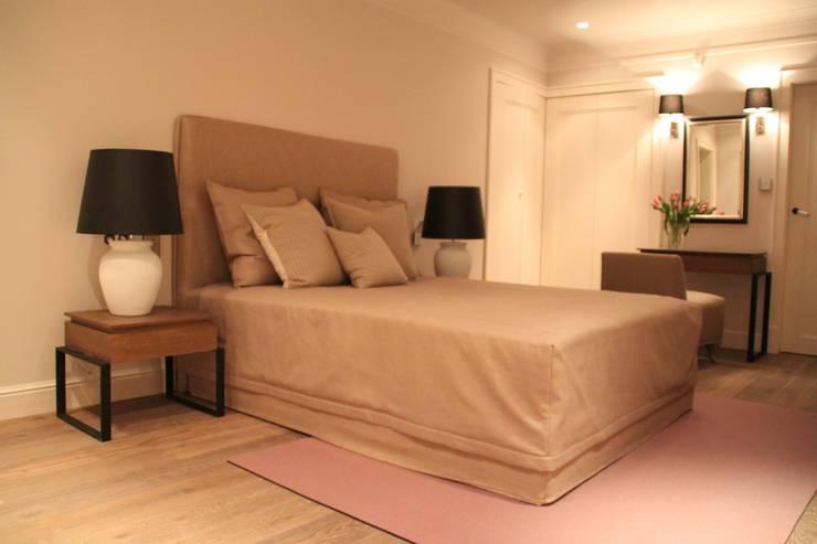 Wygodne Łóżko : styl , w kategorii  zaprojektowany przez Comfort & Style Interiors,Nowoczesny