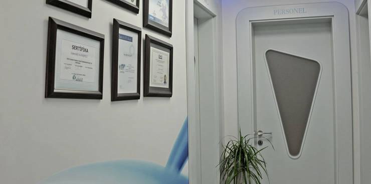 Bilgece Tasarım – Beyaz Diş Kliniği:  tarz Ofis Alanları