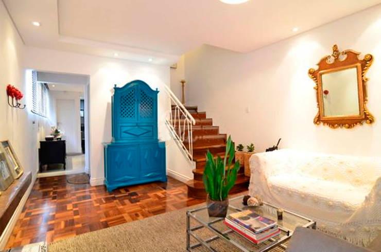 Pasillos y recibidores de estilo  por Moradaverde Arquitetura,