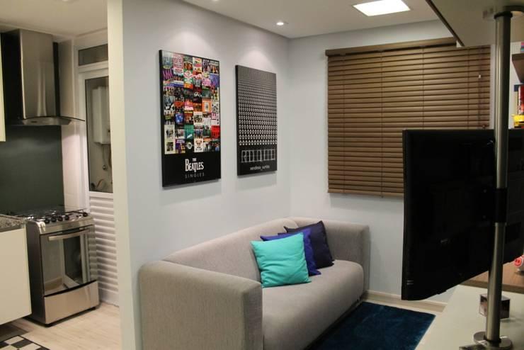 Apartamento de jovem solteiro: Salas de estar  por ciclica arquitetura e urbanismo