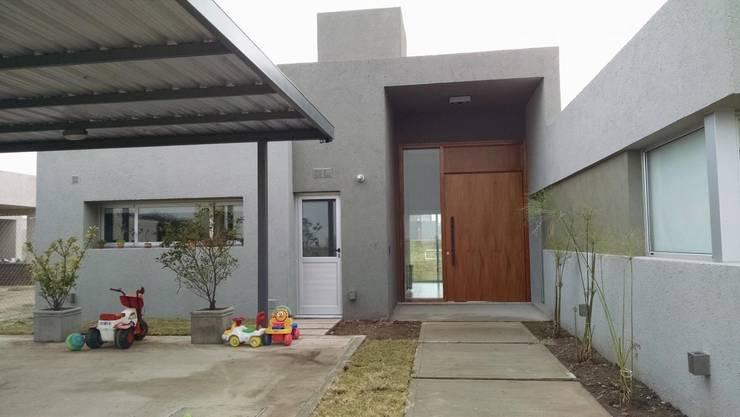 Houses by GANDIA ARQUITECTOS, Modern Stone