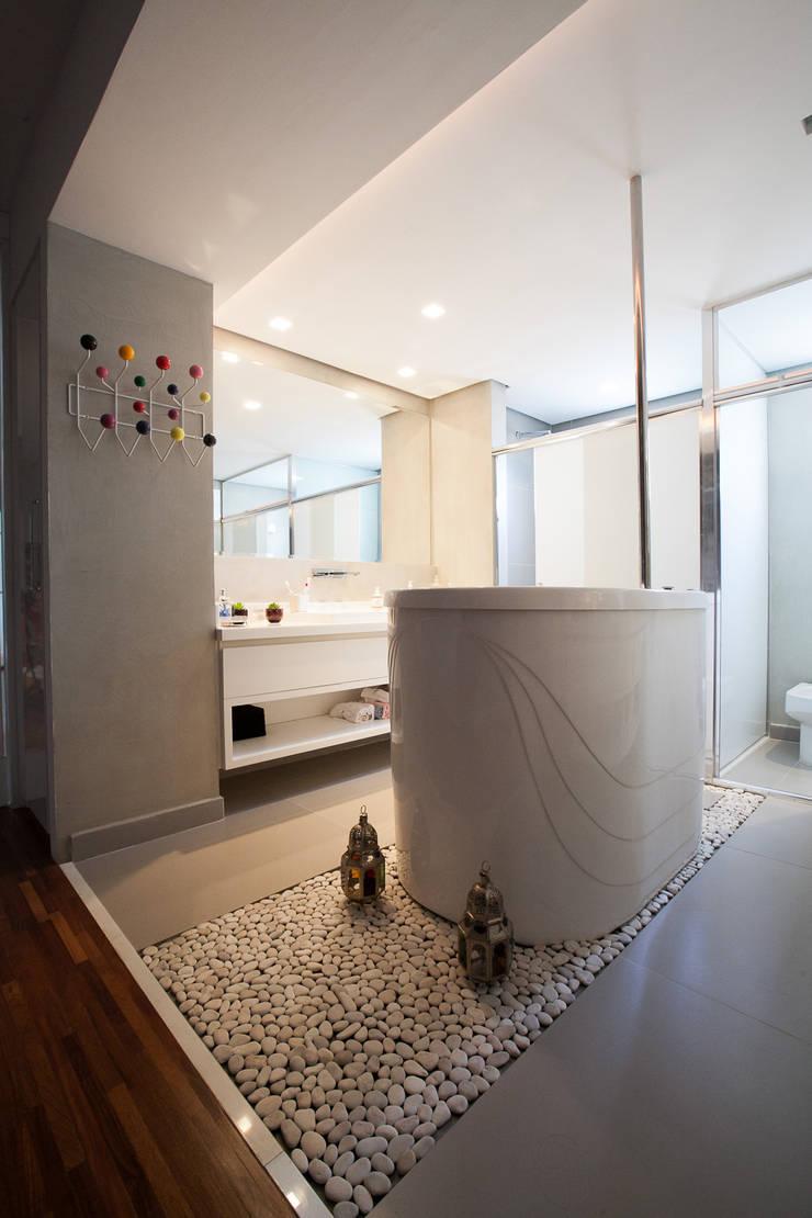 Bagno in stile  di Arquitetura Juliana Fabrizzi