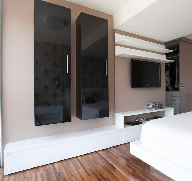 Sala multimediale in stile  di Arquitetura Juliana Fabrizzi