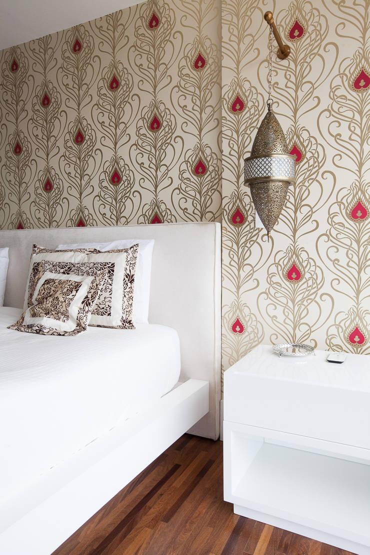 Camera da letto in stile  di Arquitetura Juliana Fabrizzi