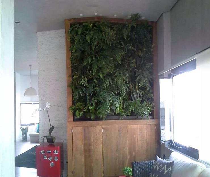 Paisagismo. Vertical:   por Top Gardens Paisagismo Vertical