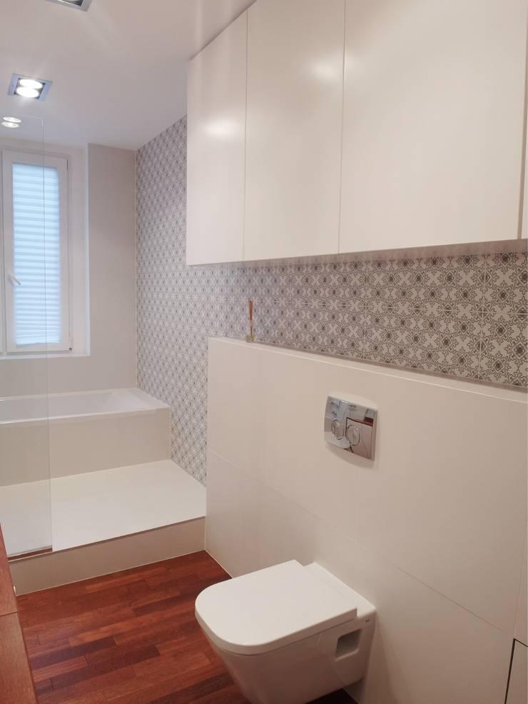 Kasia & Arek łazienka: styl , w kategorii Łazienka zaprojektowany przez NaNovo