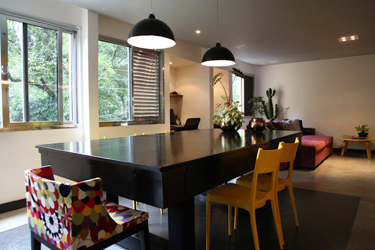 Apartamento de 60m²: Salas de jantar  por Fabiana Rosello Arquitetura e Interiores,Eclético