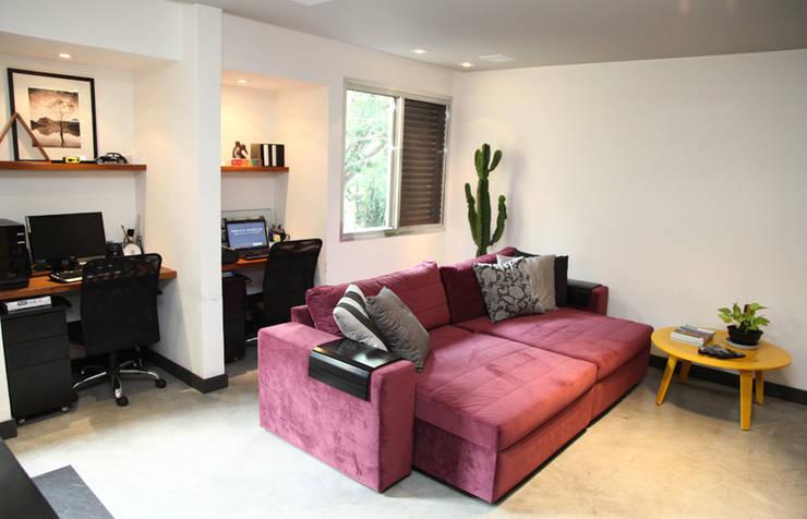 Apartamento de 60m²: Salas de estar  por Fabiana Rosello Arquitetura e Interiores