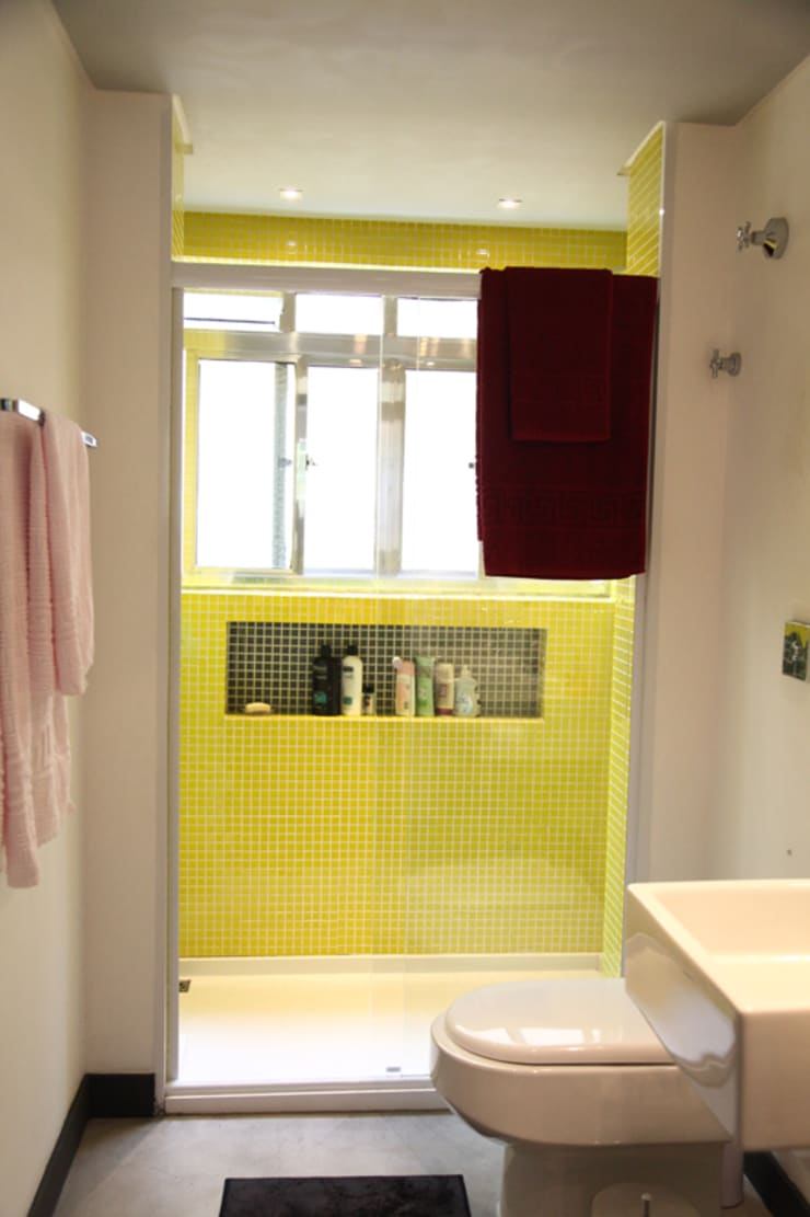 Apartamento de 60m²: Banheiros  por Fabiana Rosello Arquitetura e Interiores