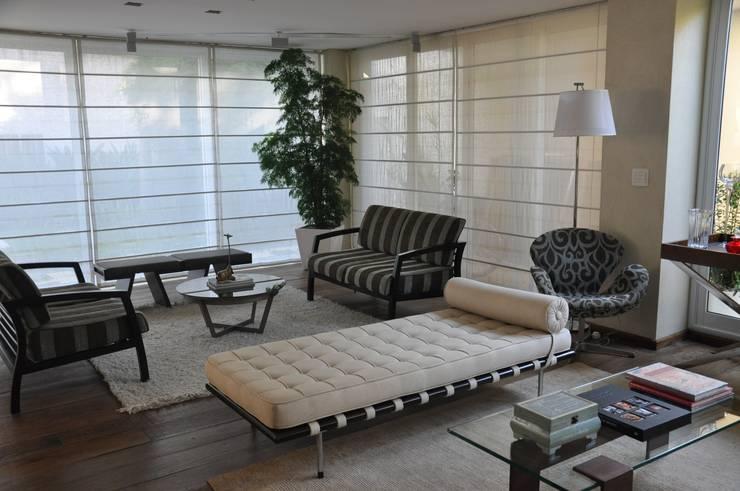 Living Salas de estar modernas por Clô Vieira Design de Interiores Moderno