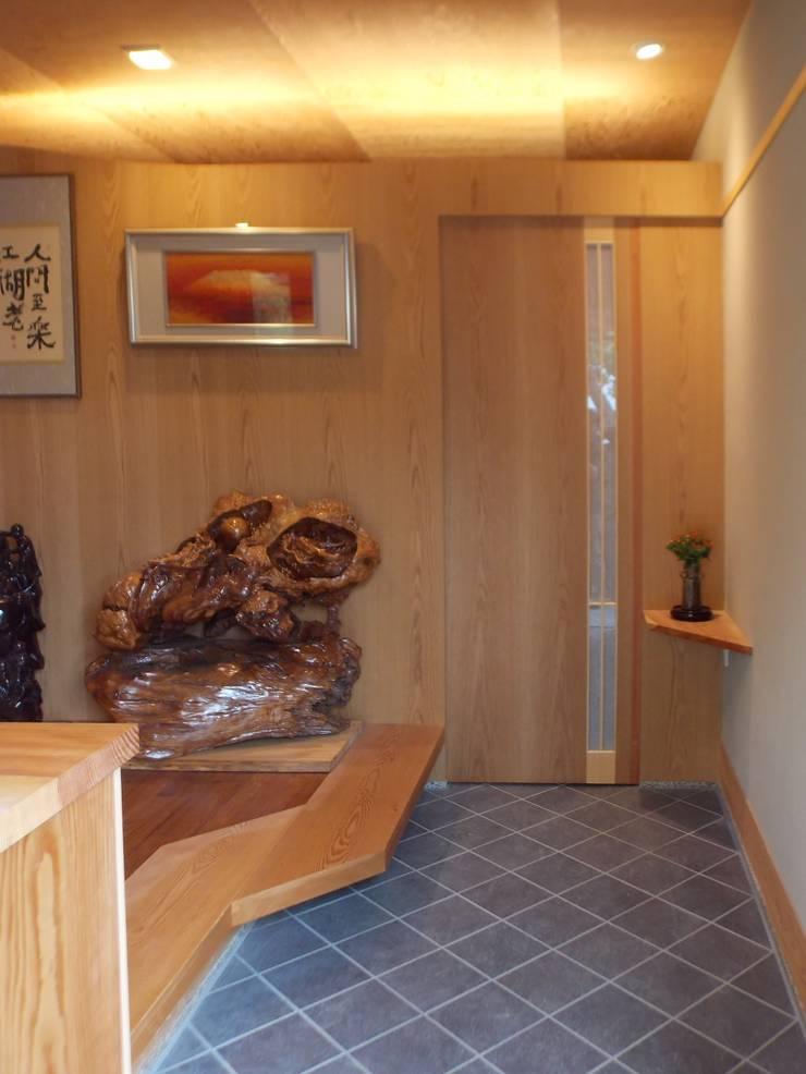 玄 関: アンドウ設計事務所が手掛けた廊下 & 玄関です。