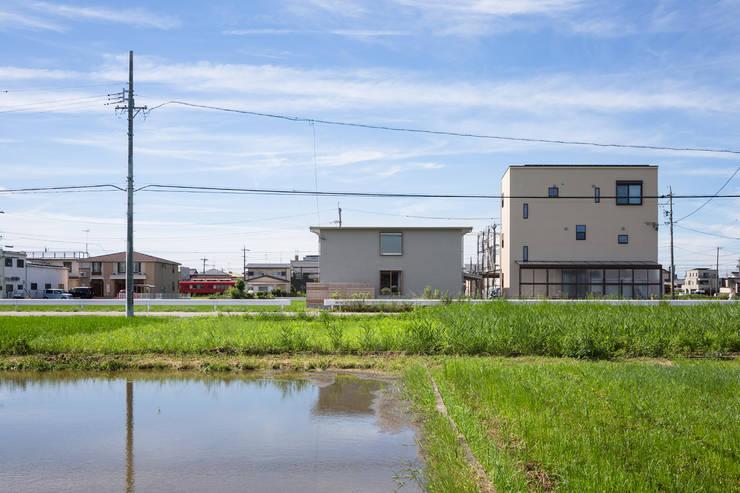 Modern houses by 吉田夏雄建築設計事務所 Modern