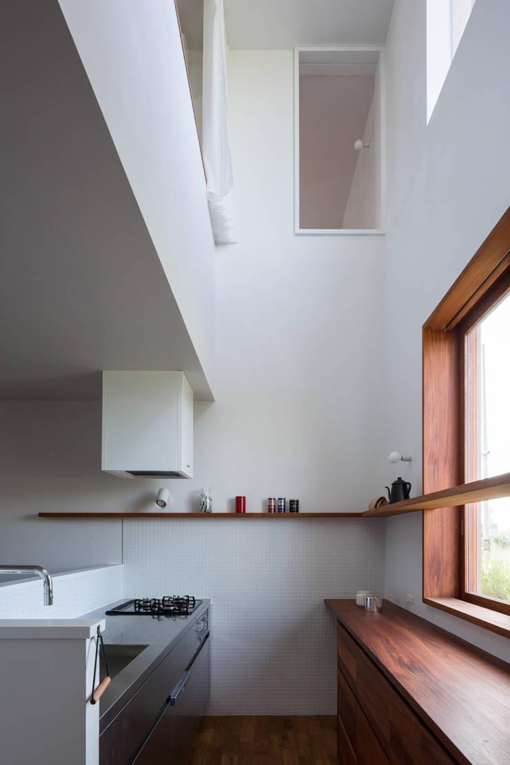 Modern kitchen by 吉田夏雄建築設計事務所 Modern