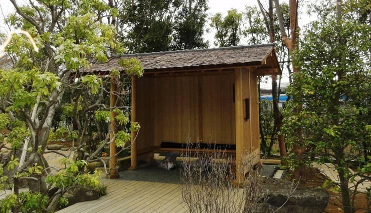 東屋: 木村博明 株式会社木村グリーンガーデナーが手掛けた庭です。