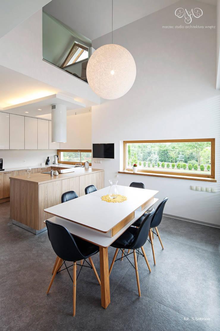 Dom w Starowej Górze: styl , w kategorii Kuchnia zaprojektowany przez Marzec Studio