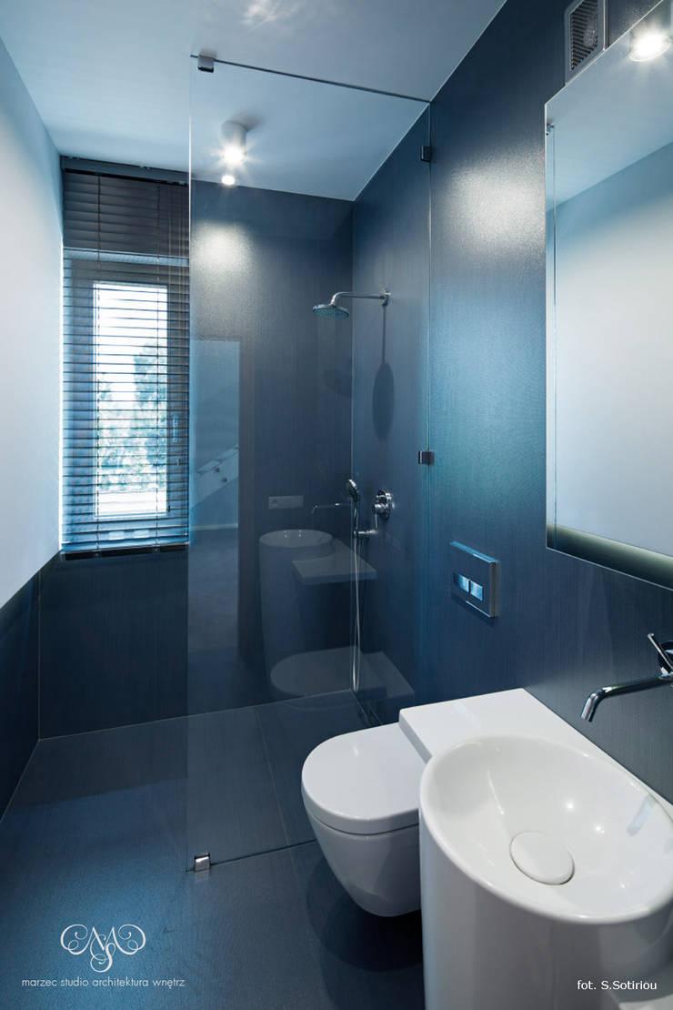 Dom w Starowej Górze: styl , w kategorii Łazienka zaprojektowany przez Marzec Studio