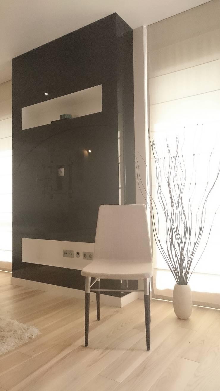Spokojny apartament na Pańskiej w Warszawie: styl , w kategorii Salon zaprojektowany przez project art