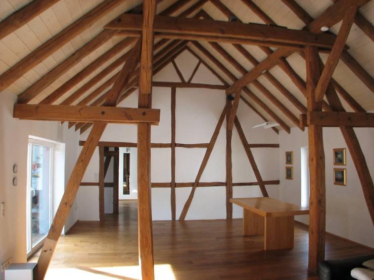 Revitalisierung Haus Z. Marburg:  Wohnzimmer von kg5 architekten