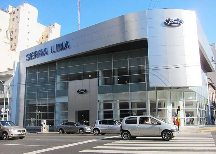 Ford Serra Lima AGENCIA AUTOMOTOR -CÓRDOBA Y AGUERO C.A.B.A.: Oficinas y Tiendas de estilo  por RGA ARQUITECTURA,Moderno Aluminio/Cinc