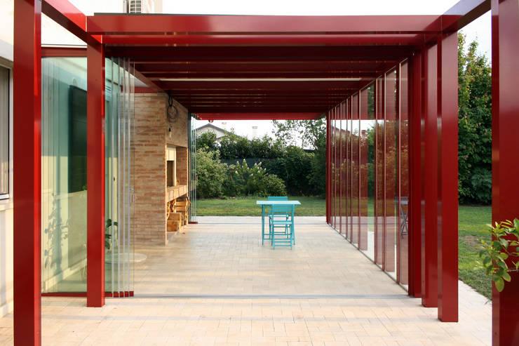 Ristrutturazione e ampliamento a Peseggia di Scorzé: Giardino d'inverno in stile in stile Minimalista di Riccardo Bandera Architetto