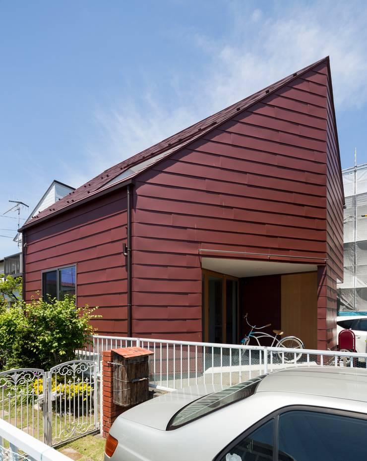 浜竹の家 House in Hamatake: 一級建築士事務所 本間義章建築設計事務所が手掛けた家です。