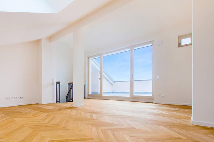 Tieckstraße 5 in Dresden:  Wohnzimmer von Hildebrandt Architekten