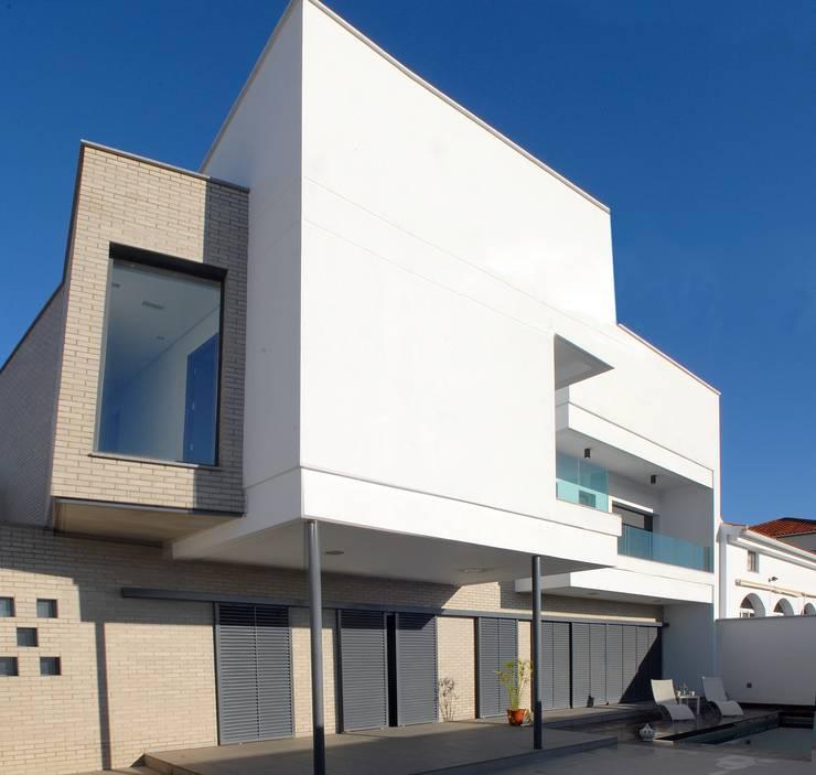Casas modernas por ESTUDIO P ARQUITECTO
