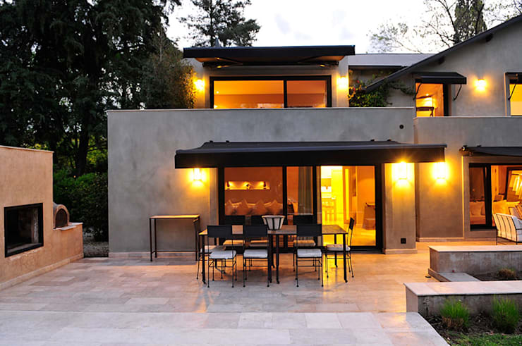 Rumah by JUNOR ARQUITECTOS