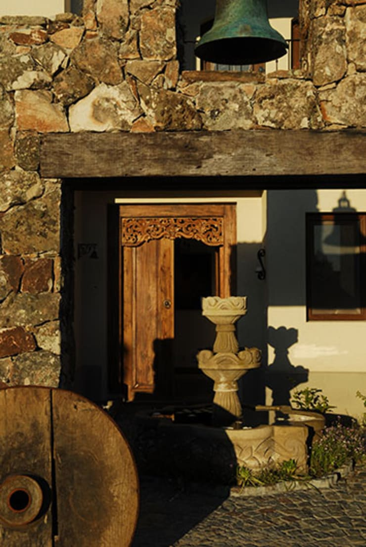 GALERIA : Casas de estilo  por JUNOR ARQUITECTOS