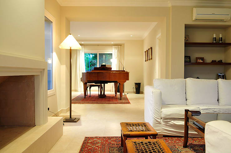 INTERIORES: Livings de estilo moderno por JUNOR ARQUITECTOS